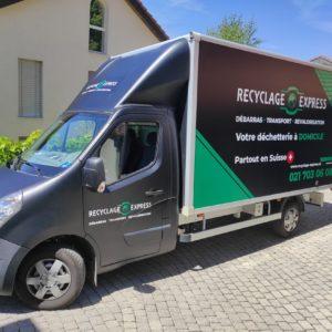 Camion noir de Recyclage Express