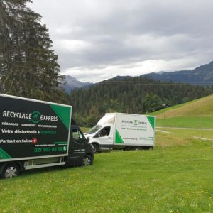 Camions de Recyclage-Express dans la campagne