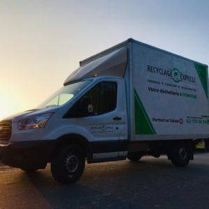 Camion Recyclage-Express couché de soleil